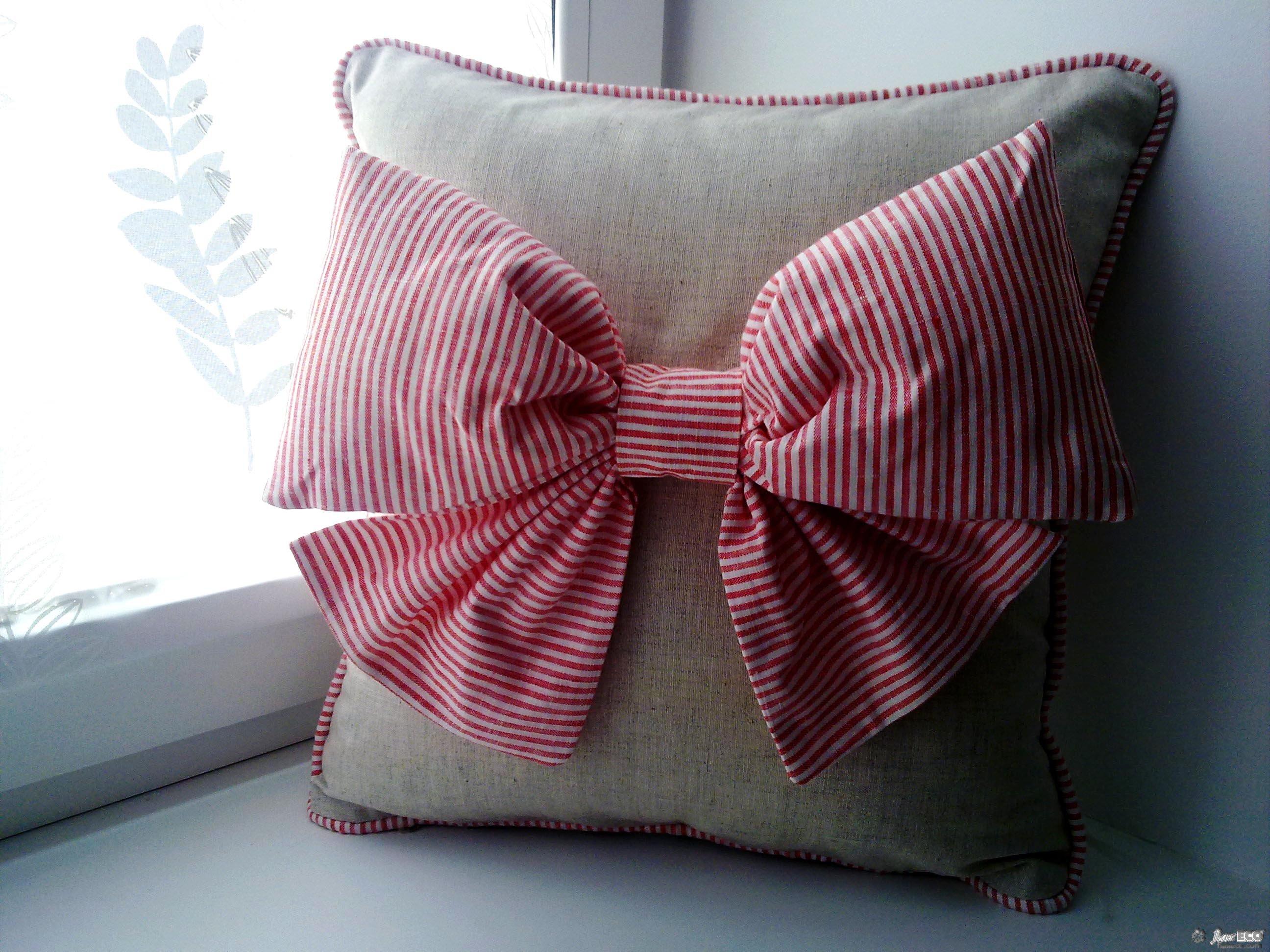 Декоративные подушки с бантом
